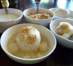 Love this dessert! Very simple to make as well. The Spices Of Life .: Chè Trôi Nước ̣(Vietnamese Mung Bean Mochi with Ginger Syrup Dessert) Vietnamese Dessert, Vietnamese Cuisine, Vietnamese Recipes, Asian Recipes, Asian Foods, Vietnamese Restaurant, Dessert Recipes, Cambodian Food, Asian Desserts
