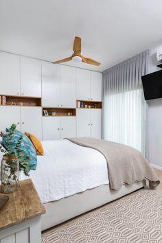 ארון כפרי בחדר השינה חדר שינה מפנק Cozy bedroom Bedroom, Furniture, Home Decor, Decoration Home, Room Decor, Bedrooms, Home Furnishings, Home Interior Design, Dorm Room