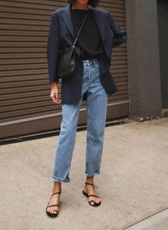 Black blazer / Street style fashion Source by selvananessim ideas casual Jeans Casual, Lässigen Jeans, Hijab Casual, Outfit Jeans, Casual Blazer, Ripped Jeans, Black Jeans Outfit Summer, Black Mom Jeans Outfit, Navy Blazer Outfits
