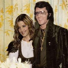 Best photoshop ever!!!! Elvis would have been so proud of his daughter Lisa Marie. If only this could have been...