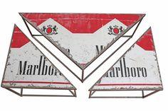 """Tavolino da fumo """"MARLBORO"""". Ricavato da latta pubblicitaria Marlboro, tagliata e saldata a componenti di ferro."""