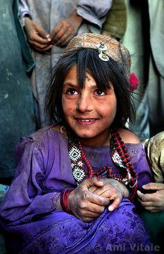 Afghanistan | An Afghan Kuchi nomad girl. Zhare Dasht | ©Ami Vitale
