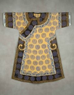 Imperial Manchu woman's informal robe, early 1900s. Silk and metal thread embroidery on silk gauze, length: 53 in, 134.62 cm; width: 52 in, 132.08 cm. Neusteter Textile Collection: Gift of James P. grant & Betty Grant Austin, 1977.214 © Denver Art Museum.
