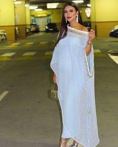 Abaya Style 115967759141349079 - Caftan Morrocco Jellaba Caftan D'or Source by maaroufidounia Abaya Fashion, Muslim Fashion, Modest Fashion, Boho Fashion, Fashion Outfits, African Print Fashion, African Fashion Dresses, Indian Fashion, African Attire