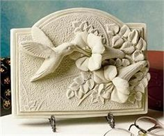 Order Hummingbird Plaque from Ken's Flower Shops, your local Perrysburg & Toledo OH florist. Send Hummingbird Plaque for fresh and fast flower delivery throughout Perrysburg & Toledo OH , OH area. Plaster Art, Plaster Walls, Clay Wall Art, Clay Art, Wood Sculpture, Wall Sculptures, Plaques Funéraires, Advanced Ceramics, Carving Designs