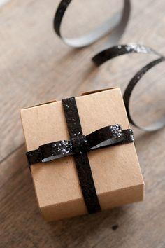 DIY Sparkle Gift Wrap #giftwrap #Holiday #sparkle