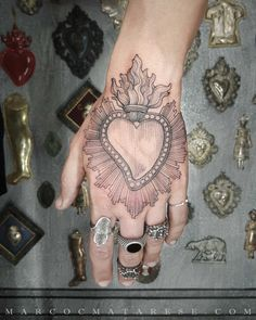 Sacred heart etching tattoo Marco C. Love Tattoos, New Tattoos, Hand Tattoos, Dragon Tattoos, Tattoos For Women Small, Small Tattoos, Sagrado Corazon Tattoo, Tattoo Studio, Coeur Tattoo