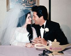 Elvis and Priscilla Presley get married at the Aladdin Hotel (where Planet Hollywood now stands) in Las Vegas, after their wedding on May Lisa Marie Presley, Priscilla Presley Wedding, Elvis Presley Priscilla, Elvis Presley Photos, Elvis Costello, Graceland, Michael Jackson, Elvis Wedding, Las Vegas