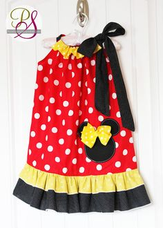 DIY Disney outfits for boys and girls, including FREE Mickey and Minnie Mouse applique templates. So adorable!