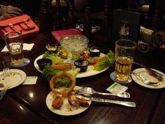 Hard Rock Cafe Barcelona'nın menüsünden combo tabak, yemeden çekseydim iyiydi.