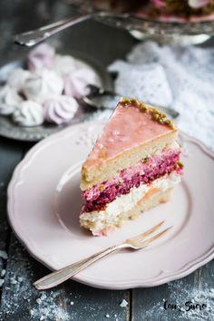 Rose, Pistachio and Peach Cake – Cau de sucre Just Desserts, Delicious Desserts, Cake Recipes, Dessert Recipes, Peach Cake, Rose Cake, Let Them Eat Cake, Cupcake Cakes, Sweet Tooth