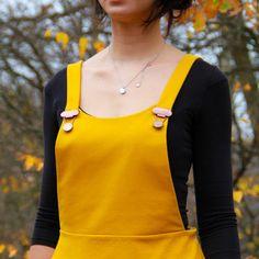 Jak ušít půlkolovou sukni (video návod + tipy pro konstrukci) – Prošikulky.cz Sewing, Tops, Women, Fashion, Moda, Dressmaking, Couture, Fashion Styles, Stitching