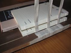Estúdio Lupi - Brasília/DF -  Ateliê de encadernação artesanal e marmorização de papeis. Aqui você aprende a confeccionar um livro/álbum desde a costura do miolo até o revestimento. Utilizando com acerto os conhecimentos milenares da Encadernação Clássica.