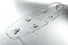 architecture contemporaine par Zaha Hadid - table basse en verre transparent de design futuriste