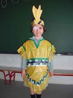 PENGUINS CLASS.: APRENDEMOS MÁS SOBRE THE INDIANS. Carnival Costumes, Baby Costumes, Halloween Costumes For Kids, Native American Crafts, Unicorn Crafts, Indian Party, Recycled Fashion, Halloween Disfraces, Activities For Kids
