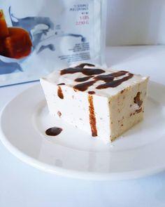 Idealny początek dnia ?  SERNIK STRACIATELLA: ✔500g twarogu sernikowego(u mnie preaident), ✔20g rozpuszczone go masła ✔40g odżywki białkowej ✔100 ml mleka ✔łyżka miodu ✔20g żelatyny ✔pokruszona czekolada bez cukru  Wszystko miksujemy, do rozpuszczonej żelatyny, dodajemy stopniowo 2 łyżki masy serowej, a następnie wlewamy do reszty składników i szybciutko miksujemy. Wlewamy do foremki na noc i gotowe ❤ #fit #fitgirl #gym #gymlife #gymfreak #healthylifestyle #healthy #photooftheday…