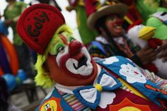 """""""Goly"""", a clown, laughs for fifteen minutes as he rally for peace during the 18th Latin American clown convention or """"Fair of laughter"""" at the Mother Monument in Mexico City October 23, 2013. The convention will be held from October 21 to 24 in Mexico City. REUTERS/Edgard Garrido (MEXICO - Tags: SOCIETY)"""
