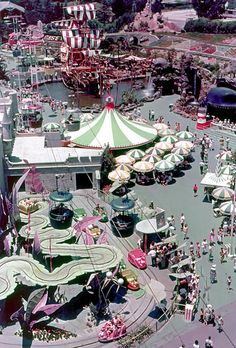 Daily Vintage Disneyland: Fantasyland from the Skyway , this is what I remember from when I was a child Disneyland Vintage, Disneyland Photos, Disneyland Resort, Disneyland History, Disneyland California, Disneyland Secrets, Anaheim California, Disney Parks, Walt Disney World