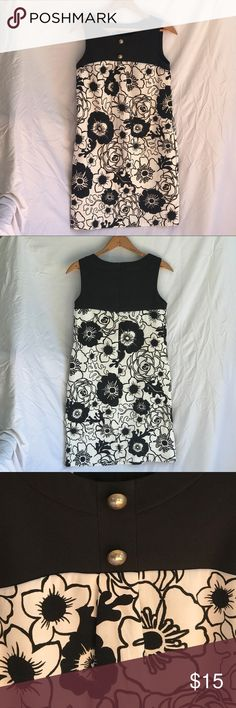 "Kim Rogers Petite Shift Dress (#5275P11) This black and white floral patterned shift dress has a simple shape, accented with big hip pockets and two tarnished looking silver buttons near the neckline. I know it's Kim Rogers from the 2000s but it has a cute vintage feel to it with the Mod print and shape. Made out of 97% Polyester and 3% spandex. Size is 6 Petite but it fits me like a size 4. I'm 5'5"" and it hits right on my knee. Vintage Dresses Midi"