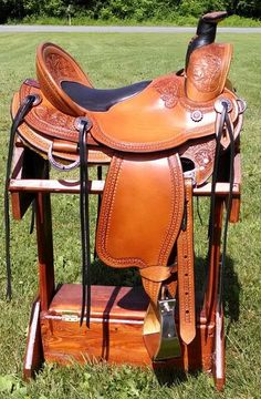 Beautifully carved wade saddle #trailsaddle #wadesaddle #customsaddle