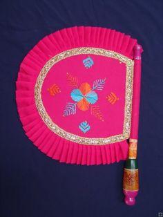 Punjabi Phulkari embroidered Pakhi ie Hand Fan Popular Art, Arte Popular, Punjab Culture, India Culture, Antique Fans, Indian Goddess, Umbrella Wedding, Drawing Projects, Diwali Decorations