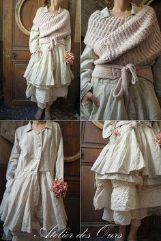 MLLE AMANDA : Veste en lin naturel, jupon en organdi rose poudré, écharpe en…