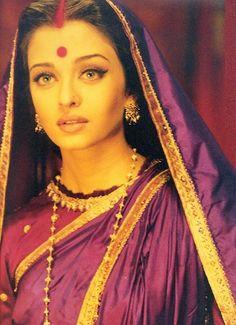Aishwarya Rai Bachchan in Devdas Bollywood Stars, Bollywood Fashion, Indian Celebrities, Bollywood Celebrities, Bollywood Actress, Aishwarya Rai Movies, Aishwarya Rai Bachchan, Aishwarya Rai Makeup, Mangalore