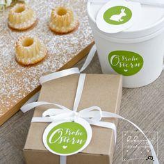 kukuwaja Zitronen-Buttermilch-Miniguglhupf ink. Rezept und Verpackungsidee :) #miniguglhupf #osterverpackung #easter #packaging #frommykitchen #ausmeinerküche #gastgeschenke #osterbrunch #ostertisch #ostergeschenke #verpackungsidee #schenkenleichtgemacht #osteraufkleber #stationery #blankobecher #osterbäckerei #bakery #backen #lebensmittelecht www.kukuwaja.de