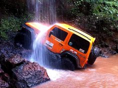 #Natural #Jeep Wash ! #Jeepfamily #Offroad #Jeeplife #Jeepsummer #jeepin #jeeplove #Wrangler #Jeeps #Hashtags #sexy pic.twitter.com/10LmYjGCSz #jeepedin