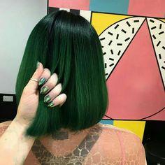 31 New ideas hair goals color haircolor Dark Green Hair, Green Hair Colors, Blue Hair, Short Green Hair, Short Dyed Hair, Blue Green, Pretty Hairstyles, Wig Hairstyles, Hair Goals Color