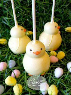 Chick-shaped cake pops - sweet Easter treats!