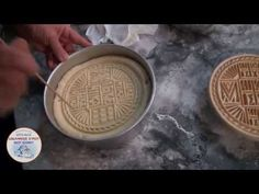 Δημιουργία προσφόρου - YouTube Latte, I Am Awesome, Deserts, Food And Drink, Bread, Personalized Items, Baking, Vegan, Youtube