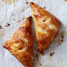 Apple Blintz Hand Pies // These sweet little pies have a lovely filling combing tart and sweet apples with farmer cheese and cinnamon. Apple Pie Recipes, Apple Desserts, Just Desserts, Wine Recipes, Delicious Desserts, Dessert Recipes, Cooking Recipes, Apple Pies, Fruit Recipes
