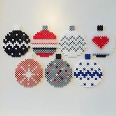 Christmas baubles hama beads by Louise Bradsted Mehr Perler Bead Designs, Hama Beads Design, Pearler Bead Patterns, Perler Bead Art, Perler Patterns, Loom Patterns, Christmas Perler Beads, Beaded Christmas Ornaments, Christmas Cross