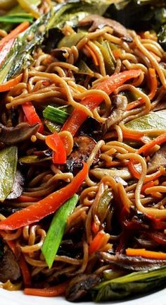 Chinese takeout recipe that you can actually feel good about eating, and you don't even have to give up your beloved noodles. Not to mention, it takes less than 30 minutes to make!