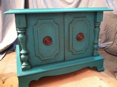 SOLD - Florence color end table - Annie Sloan Chalk Paint - Teal - Turquoise - Aqua Furniture