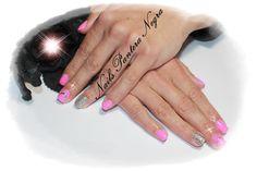 Unhas em gel cor Rosa com nail art fitas holograficas & glitters