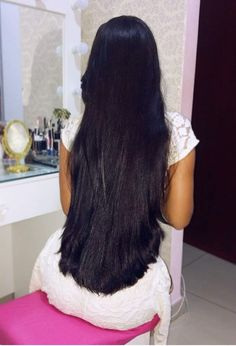 Very very beautiful gorgeous thick lovely hair from a cute model Hairdo For Long Hair, Long Hair Tips, Bun Hairstyles For Long Hair, Straight Hairstyles, Straight Black Hair, Long Dark Hair, Long Black, Beautiful Long Hair, Gorgeous Hair