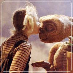 ON SCREEN: Gertie (Drew Barrymore) says goodbye to ET in 'ET the Extra-Terrestrial', directed by Steven Spielberg Drew Barrymore, Dirty Dancing, King Kong, Movies Showing, Movies And Tv Shows, Bon Sport, Et The Extra Terrestrial, Movie Kisses, Romantic Movies