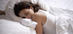 The best pillow could be the difference between a good night's sleep and waking up miserable. No matter how you sleep, here's how to find yours. Point Acupuncture, Sleep Apnea Remedies, Snoring Remedies, Ways To Sleep, Beauty Habits, Les Rides, Sleep Quality, Trouble Sleeping, Best Pillow