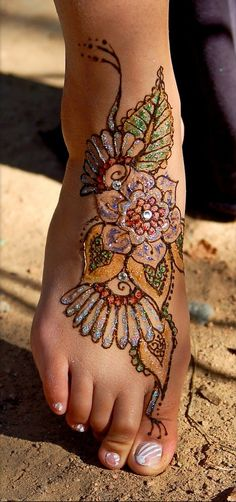 Beautiful Foot Flower Simple Glitter Mehendi Design for Girls