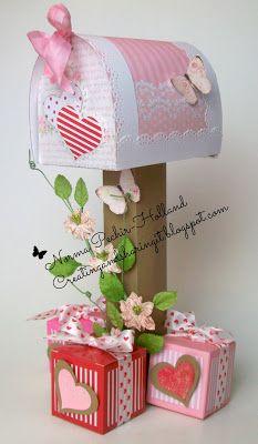Latinas Arts and Crafts: Reto # 51 de Latinas Arts and Crafts Elf Christmas Decorations, Valentine Decorations, Valentine Crafts, Cd Crafts, Arts And Crafts, Paper Crafts, Diy Valentine's Mailbox, Cardboard Box Crafts, Valentine Day Boxes