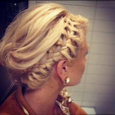 braid @Laura Lopez  please come braid my hair? please???