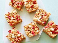 These No-Bake Healthy Strawberry Almond Cereal Bars are the perfect guilt-free summer treat. Freeze-dried strawberries give an intense berry flavor while almond butter and marshmallows add the perfect amount of sweetness.