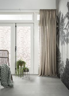 Green House | geweven gordijen, natuurlijke materialen | Woven shades, natural materials | KARWEI 9-2017 Family Room Curtains, Home Curtains, Home And Living, Living Room, Interior Decorating, Interior Design, Room Decor Bedroom, Decoration, Interior Inspiration
