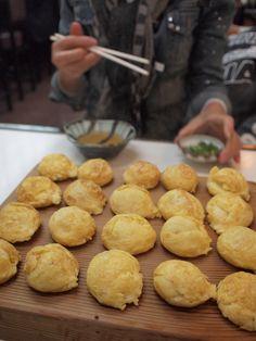 Takoyaki, octopus dumplings with dashi soup and mitsuba たこ焼き(明石焼き)