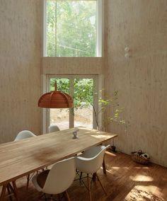 Plywood clad walls_Eames Chairs_Small Box House by Akasaka Shinichiro Atelier