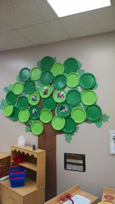 Árvores Classroom Tree, Owl Theme Classroom, Eyfs Classroom, Class Decoration, School Decorations, Diy Arts And Crafts, Crafts For Kids, Reading Display, Kindergarten Art Lessons