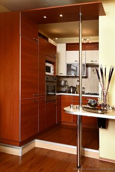 #Kitchen Idea of the Day: Modern Two-Tone SMALL kitchen.