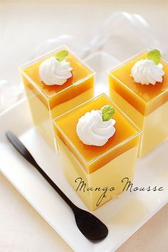 Mango Mousse : bakingschool -- english translation is pretty rough Shot Glass Desserts, Just Desserts, Delicious Desserts, Dessert Recipes, Yummy Food, Mango Pudding, Pudding Cup, Mango Recipes, Sweet Recipes